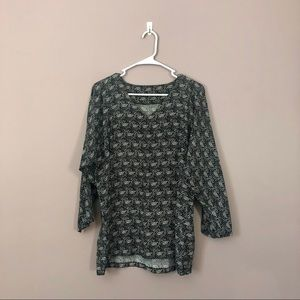 Relaxed patterned blouse with 3/4 length sleeves